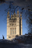 Отражение парламента Великобритании, Вестминстер; Лондон Стоковые Фото