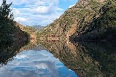 Отражение, резервуар Rock Creek, каньон реки пера стоковое изображение rf