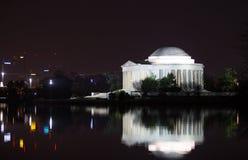 Отражение Jefferson мемориальное на ноче Стоковые Изображения RF