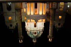 Отражение Karlskirche в вене, Австрии Стоковое Изображение RF