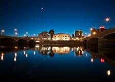 Отражение Riverwalk на сумерк Стоковая Фотография