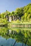 Отражение ` s водопада на озерах Plitvice паркует Стоковые Изображения RF