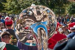 Отражения в колоколе sousaphone Стоковая Фотография RF