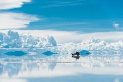 Отражения в Саларе de Uyuni Стоковые Изображения