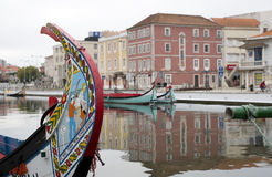 Отражения города в реке, Авейру Португалии стоковая фотография rf