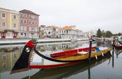 Отражения города в реке, Авейру Португалии стоковые фото