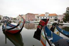Отражения города в реке, Авейру Португалии стоковое изображение