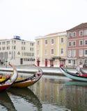 Отражения города в реке, Авейру Португалии стоковые фотографии rf