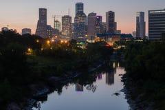 Отражения города заболоченного рукава реки Стоковая Фотография RF
