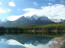 отражения горы стоковая фотография rf