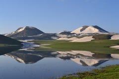 отражения гор озера Стоковое фото RF