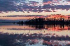 Отражения захода солнца на озере Стоковое Фото