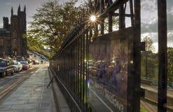 Отражения и звезды на улице рынка в Эдинбурге стоковое изображение