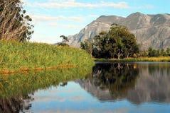 Отражения ландшафта и неба горы Африки стоковые изображения rf
