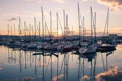 Отражения на заходе солнца на море Стоковое Изображение