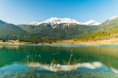 Отражения на озере Doxa в Греции Известное touristic назначение стоковое фото