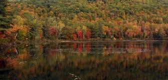 Отражения озера, Новая Англия, США Стоковое Изображение