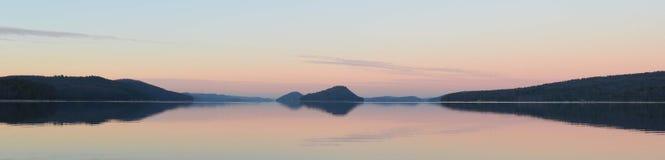 Отражения природы на воде Стоковое фото RF