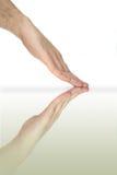отраженное зеркало руки Стоковое фото RF