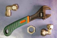 Отрегулируйте сжатие силы ключа и элементы запорных клапанов воды и газа, положения квартиры Стоковое Фото