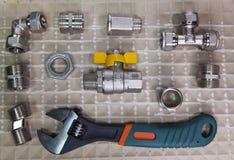 Отрегулируйте сжатие силы ключа и элементы запорных клапанов воды и газа, положения квартиры Стоковое Изображение