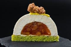 Отрежьте ванильный десерт печенья мусса с caramelized грушей Стоковые Фотографии RF