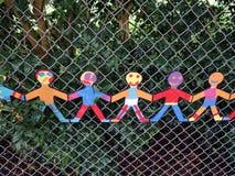 Отрежьте вне модели детей держа руки Стоковые Изображения RF