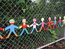 Отрежьте вне модели детей держа руки Стоковые Фотографии RF
