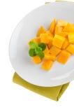 отрежьте женщину мангоа плодоовощей плодоовощ отрезанную показом стоковая фотография rf