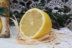 отрежьте лимон Стоковые Фото