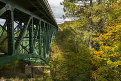 Отрежьте мост реки Стоковое Фото