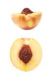 Отрежьте открытую изолированную половину нектарина Стоковое фото RF