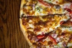 Отрежьте пиццу Стоковая Фотография