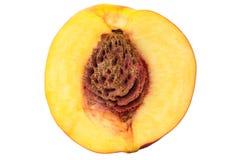 Отрежьте половинный персик нектарина изолированный на белой предпосылке Стоковое Изображение
