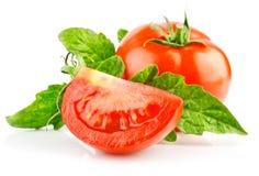 отрежьте свежий зеленый томат красного цвета листьев Стоковое Фото