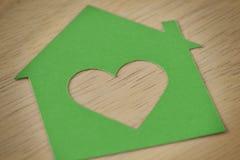 Отрезанная бумага дома - концепция экологичности Стоковые Фото