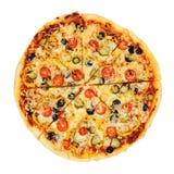 Отрезанная, вкусная, flavorful пицца изолированная на белой предпосылке Архив содержит путь к изоляции Стоковое Фото