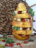 Отрезанная груша с marinated сыром, barberies и мятой Стоковое фото RF