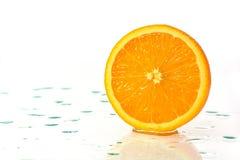 Отрезанная зрелая оранжевая половина Стоковая Фотография RF