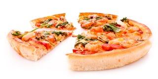 Отрезанная изолированная пицца Стоковое Фото