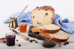 отрезанная изюминка хлеба Стоковые Фото