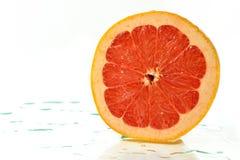 Отрезанная половина зрелого грейпфрута Стоковое Изображение