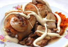 отрезанное сырцовое mashrooms цыпленка Стоковое фото RF