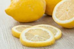 Отрезанные лимоны стоковое фото rf