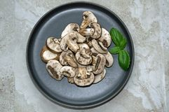 Отрезанные мини грибы portobello Стоковая Фотография RF