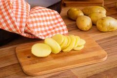 Отрезанные новые картошки Стоковое фото RF