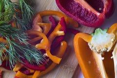 Отрезанные овощи пока варящ салат Стоковое Изображение