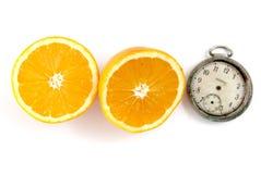 отрезанные половины апельсина на белом backround Стоковая Фотография