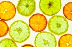 Отрезанные свежие лимон и апельсин стоковое изображение