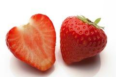 Отрезанные strawberrys на белизне Стоковые Изображения RF